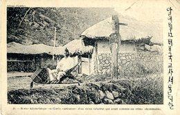 COREE DU SUD  - BORNE KILOMETRIQUE EN COREE  CARICATURE D UN VIEUX GENERAL QUI AVAIT COMMIS UN CRIME OBOMINABLE - Corée Du Sud