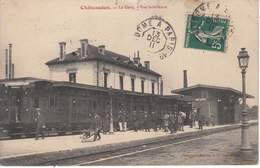 28 CHÂTEAUDUN La Gare Vue Intérieure Animée Avec Train - Chateaudun
