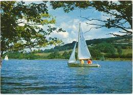 BARRAGE DE PANNECIERE (58.Nièvre). Petit Voilier Naviguant Sur Le Lac - Francia
