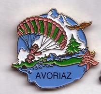 E46 Pin's PARAPENTE AVORIAZ SAVOIE AIGLE Fleur Edelweiss Sapin Parachute Achat Immédiat - Paracaidismo