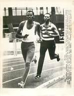 OLYMPIC GAMES MÜNCHEN JEUX OLYMPIQUES MUNICH 1972 KENYAN 1500 METRES KIPCHOGE KEINO IKOMA SAIRI STADIUM ATHLETISME - Deportes