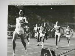 ATHLETISME ROME SEBASTIAN COE CROSSES 800 METERS OLYMPIC STADIUM - Deportes
