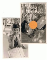 ISRAEL - Lot De 2 Photos (grandeur Carte Postale ) D'une Jolie Militaire Israélienne - Caserne Et Bivouac, Arme,  (b273) - Uniformen