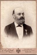 Grand Tirage Photo Albuminé Original Cartonné - CDV - Portrait De L'Homme à La Médaille Par Léon Bude à Graz Autriche - Anciennes (Av. 1900)
