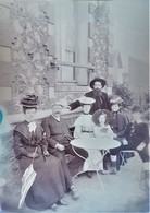 Rare Photo Plaque De Verre Négative Format 23.5 X 18 Cm Famille En Grande Tenue - Glasdias