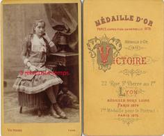 Vers1875-CDV Jeune Fille Mode-photo Victoire à Lyon - Photos