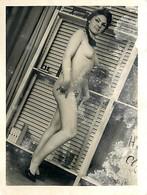 PHOTO - PHOTO AMATEUR - 1960 -  FEMME NUE  - (9 X 12 Cm). - Beauté Féminine (1941-1960)