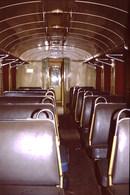 Photo Diapo Diapositive Slide Train Wagon Locomotive Intérieur Ancienne Voiture De 2ème Classe à VSG En 3/1989 VOIR ZOOM - Diapositives