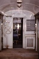 Photo Diapo Diapositive Slide Train Wagon Intérieur Local Technique Voiture De 2ème Classe à VSG En 3/1989 VOIR ZOOM - Diapositives