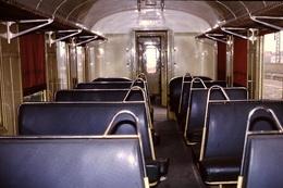 Photo Diapo Diapositive Slide Train Wagon Loco Locomotive Intérieur Voiture De 2ème Classe Non Fumeur En 3/1989 VOIRZOOM - Dias