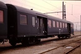 Photo Diapo Diapositive Slide Train Wagon Locomotive Ancienne Voiture De 2ème Classe SNCF Classée Z En 3/1989 VOIR ZOOM - Diapositives