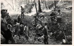 Photo Originale Randonnée Dans Les Pré-Alpes Vaudoises : Montreux - Le Cubly & Adolescents Déblayant La Rivière - Persone Anonimi