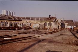 Photo Diapo Diapositive Slide Train Wagon Loco Locomotive Dépôt Rotonde De Bordeaux Le 6/01/1992 VOIR ZOOM - Dias