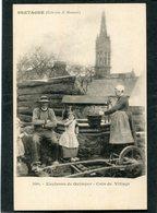 CPA - Karten Bost - Environs De Quimper - Un Coin De Village - Famille Au Puits  (dos Non Divisé) - Quimper