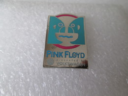 PIN'S    MUSIQUE   PINK  FLOYD   PRESENTED  BY  VOLKSWAGEN - Musique