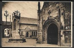 LAMPAUL    -    Le Calvaire,  Le Porche  Et  Le  Baptistère. - Lampaul-Guimiliau