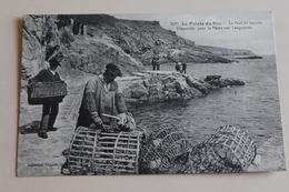La Pointe Du Raz - Le Port De Brestée - Préparatits Pour La Pêche à La Langoustine - Frankrijk