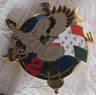 Insigne 2ème Royal Artillerie Pas D'inscriptions Lisse Au Dos Agrafes Pin's Absentes - Esercito