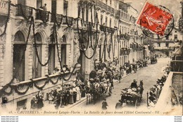 D65  CAUTERETS  Boulevard Latapie Flurin- La Bataille De Fleurs Devant L'Hôtel Continental - Cauterets