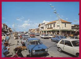 LACANAU-OCEAN. Le Centre De La Ville. (C.P.M.- Peugeot 104 - Renault 5 Et Renault 11.) - Passenger Cars