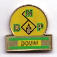 S225 Pin's Bank BNP BANQUE DOUAI NORD PAS CALAIS Achat Immédiat - Banken