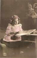 """Pretty Girl In Her Studio"" Nice Vintage German Postcard - Escenas & Paisajes"