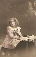 """Pretty Girl With Flowers  In Her Studio"" Nice Vintage German Postcard - Escenas & Paisajes"