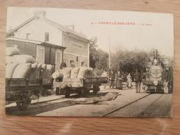 CHEMILLEE SUR DEME La Gare Avec Motrice Et Wagon - Autres Communes