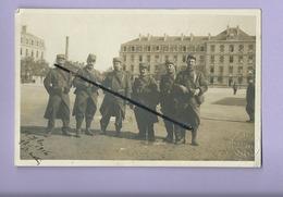 Carte Photo Militaire à Identifier - Angers  -( Militaires , Soldats , Soldat , Armée , Caserne ) - Angers