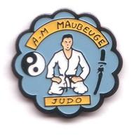 C59 Pin's JUDO CLUB DE MAUBEUGE Nord Yin Et Yang  La Katana Achat Immédiat - Judo