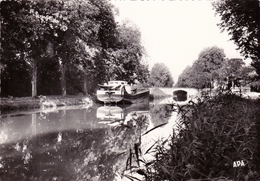 MARMANDE ( Lot Et Garonne ) Le Canal Au Pont Des Sables. Péniche. Cpsm APA N° 30 Voyagée 1964 - Marmande