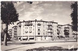 Seine Saint Denis : STAINS : Carrefour, Rue De La Division Leclerc ( C.p.s.m. - ) état Moyen - Stains