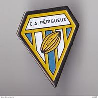 PIN'S THEME RUGBY  CLUB DE PERIGUEUX  EN DORDOGNE LE FANION - Rugby
