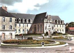 Guingamp - Place De Verdun Et Le Lycée - Guingamp