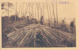 RUANDA (RWANDA) / PREMIERE PHASE DE CONSTRUCTION D'UNE HUTTE - Rwanda