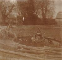 Photo 14-18 SERY-LES-MEZIERES (près Ribemont) - Soldat Allemand Dans Le Parc Du Château (A218, Ww1, Wk 1) - France