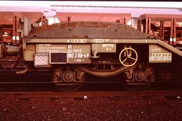 Photo Diapo Diapositive Slide Train Wagon Surbaissé De L'Armée ERGM Fourchambeau à Montargis Le 4/01/1992 VOIR ZOOM - Diapositives