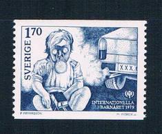 Sweden 1275 MNH Child Gas Mask 1979 CV 1.00 (S1076)+ - Sweden