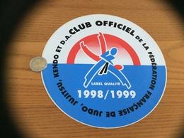 Grand AUTOCOLLANT, Sticker 1998/1999 «CLUB OFFICIEL DE LA FÉDÉRATION FRANÇAISE DE JUDO, JUJITSU, KENDO ET D.A.» - Autocollants