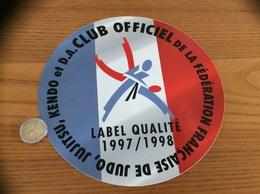 Grand AUTOCOLLANT, Sticker 1997/1998 «CLUB OFFICIEL DE LA FÉDÉRATION FRANÇAISE DE JUDO, JUJITSU, KENDO ET D.A.» - Autocollants