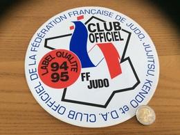 Grand AUTOCOLLANT, Sticker 1994/1995 «CLUB OFFICIEL DE LA FÉDÉRATION FRANÇAISE DE JUDO, JUJITSU, KENDO ET D.A.» - Autocollants