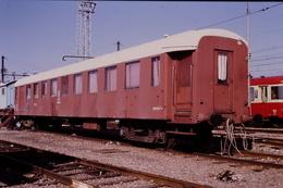 Photo Diapo Diapositive Train Wagon Wagon SNCF Du Service V DV1 Equipe Spéciale Voie ESV3 à Moret En 10/1990 VOIR ZOOM - Diapositives