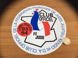 Grand AUTOCOLLANT, Sticker 1993/1994 «CLUB OFFICIEL DE LA FÉDÉRATION FRANÇAISE DE JUDO, JUJITSU, KENDO ET D.A.» - Autocollants