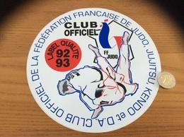 Grand AUTOCOLLANT, Sticker 1992/1993 «CLUB OFFICIEL DE LA FÉDÉRATION FRANÇAISE DE JUDO, JUJITSU, KENDO ET D.A.» - Autocollants