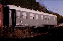 Photo Diapo Diapositive Train Wagon De Service SNCF DV33 Equipe SEG Attache Paris Bercy à Montargis En 10/1990 VOIRZOOM - Dias