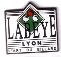 C153 Pin's BILLARD LABEYE L'ART DU BILLARD LYON Superbe Qualité EGF Achat Immédiat Immédiat - Billares