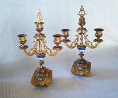Paire De Bougeoirs Bronze Doré Et Porcelaine - Luminaires