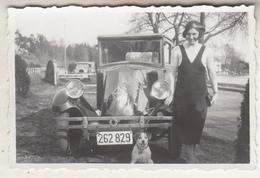 Old Timer - Vrouw - Hondje - Femme - Petit Chien - Photo 6 X 9 Cm - Automobiles
