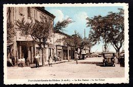 PORT-SAINT-LOUIS-DU-RHÔNE - (13 B Du R ) La Rue Pasteur - Le Bar Tabacs ( Belle Vieille Voiture ) - Francia