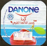 "Opercule Cover Yaourt Yogurt "" Danone "" Cerise Cherry Yoghurt Yoghourt Yahourt Yogourt - Arabic Script - Opercules De Lait"